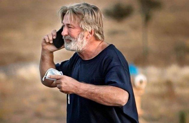 """Polícia acha 500 cartuchos de munição em set de """"Rust"""", usado por Alec Baldwin"""