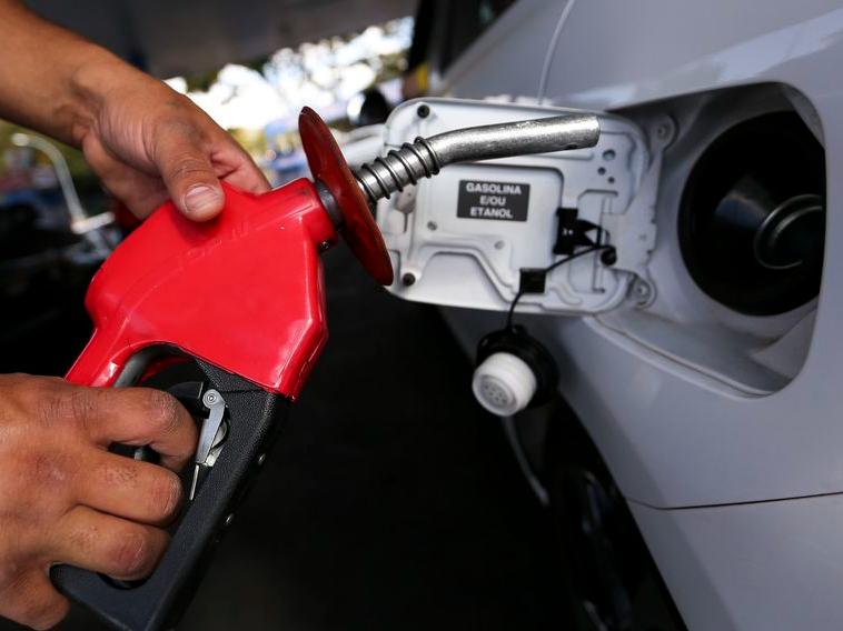 Bolsonaro se reúne com Guedes e Lira para discutir alta nos combustíveis