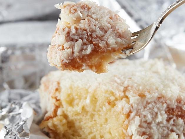 Carole Crema ensina sua famosa receita de bolo de coco gelado