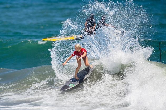 Tati Weston-Webb e Silvana Lima brilham e avançam às oitavas do surfe