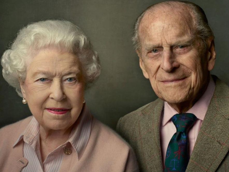 """Rainha Elizabeth II sente """"grande vazio"""" após a morte de Philip, diz filho do casal"""