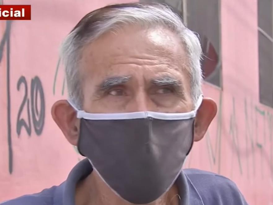 Sem conseguir pagar aluguel, taxista de 67 anos mora dentro do carro