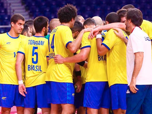 Brasil sofre no segundo tempo, mas bate Argentina e conhece primeira vitória no handebol masculino