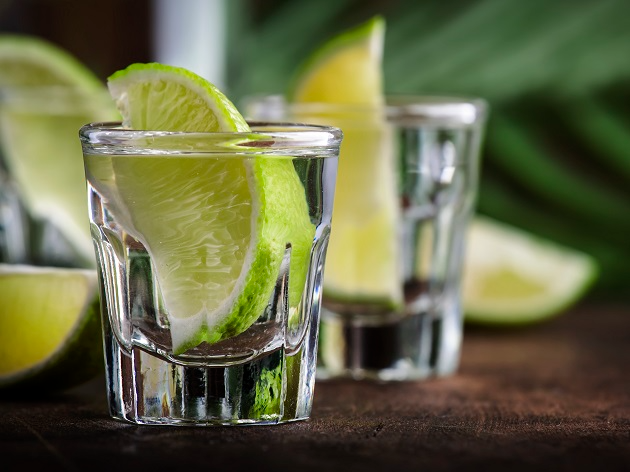 Cachaça e aguardente são bebidas diferentes, já a pinga é um apelido para a primeira