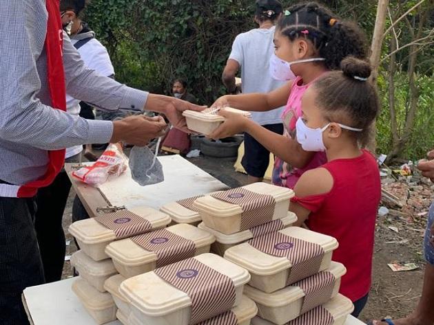 MasterChef distribui 300 marmitas para o projeto O Amor Agradece; saiba como ajudar