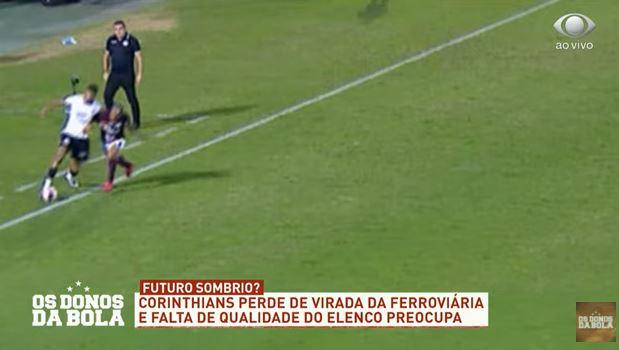 Bola saiu? Lance em derrota do Corinthians gera discussão no Donos da Bola