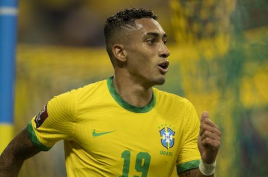 """""""Raphinha colocou o nome dele na lista da Copa do Mundo"""", diz Denílson"""