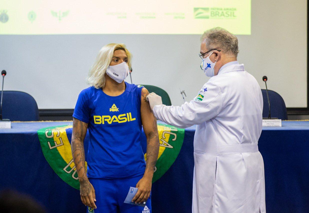 Atletas brasileiros que vão à Olimpíada começam a ser vacinados