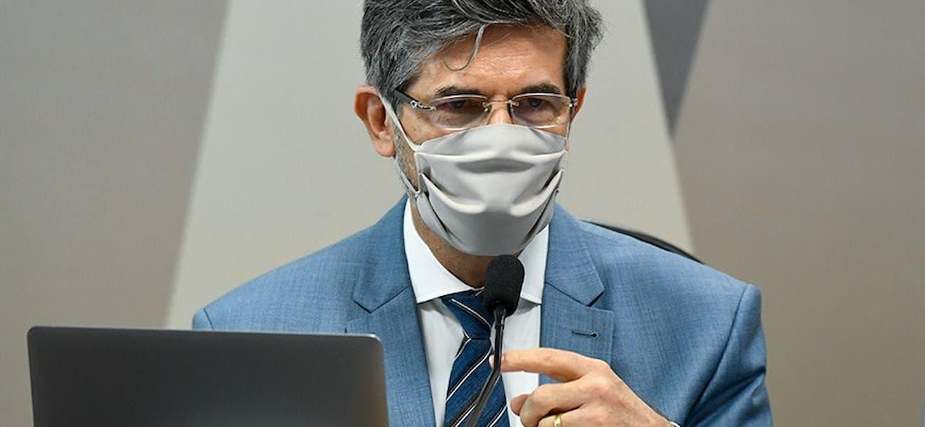 Teich diz que saiu por falta de autonomia e pressão por cloroquina