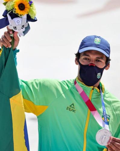 """Skatista Kelvin Hoefler celebra medalha de prata inédita nos Jogos de Tóquio: """"foi gratificante"""""""