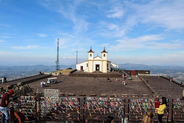 A Serra da Piedade, santuário histórico e natural, é ameaçado pelo avanço da mineração