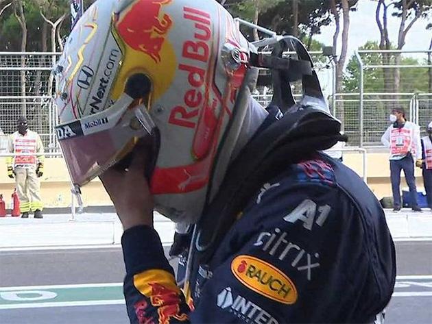 """Verstappen conta como descobriu erro de Hamilton: """"Estava deitado na cama"""""""