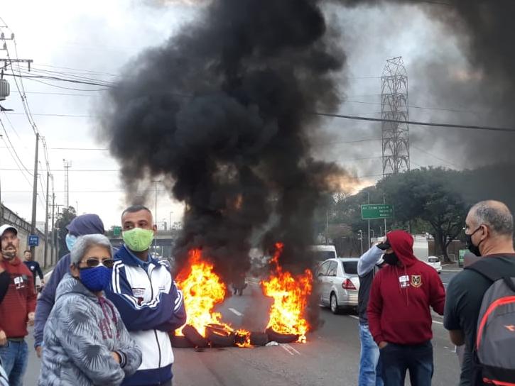 SP: Funcionários da Fundação Casa entram em greve a param o trânsito na capital