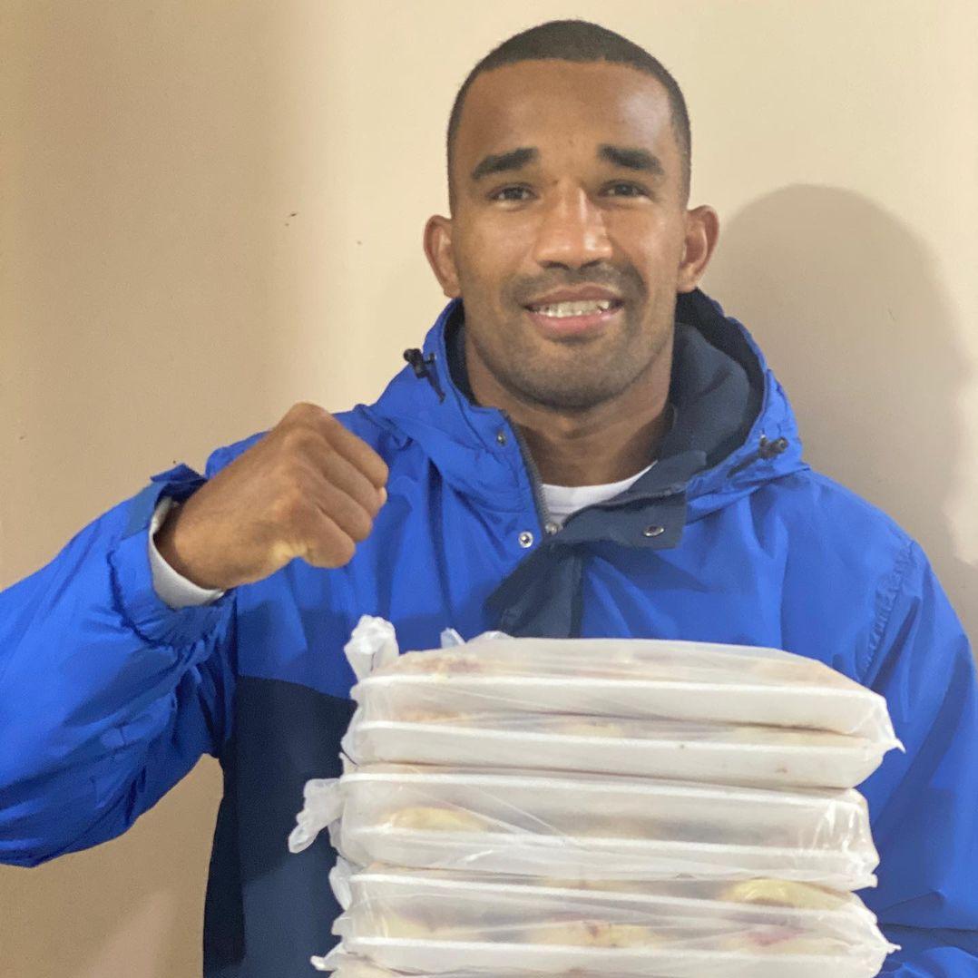 Esquiva Falcão usa medalha olímpica para aumentar vendas de pizzas