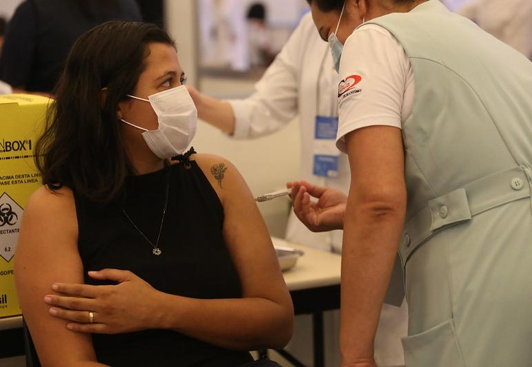 Xepa da vacina atrai milhares de pessoas em São Paulo