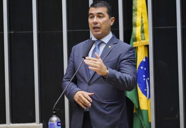 Pazuello sabia de irregularidades no Ministério da Saúde, diz deputado