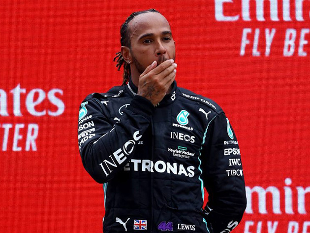 "F1: Lewis Hamilton diz que seria ""inútil"" dificultar ultrapassagem de Max Verstappen"