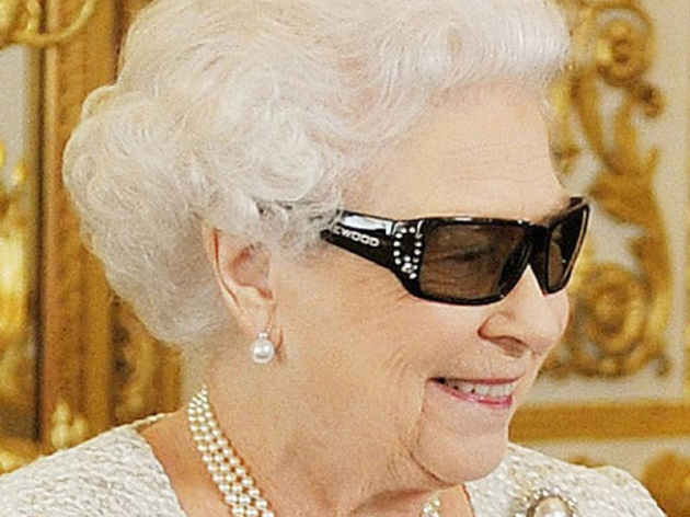 """Rainha Elizabeth II, de 95 anos, recusa prêmio de """"Velhinha do Ano"""""""