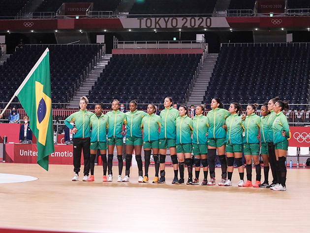 Seleção feminina supera Hungria e conquista primeira vitória do Brasil no handebol