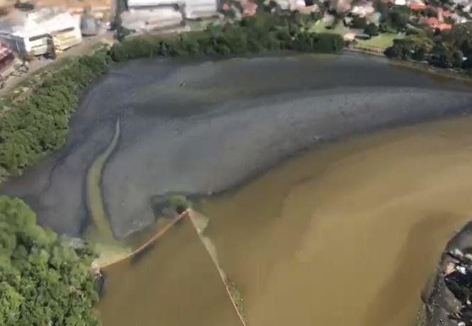 Imagens aéreas flagram poluição nas lagoas de Jacarepaguá, no Rio
