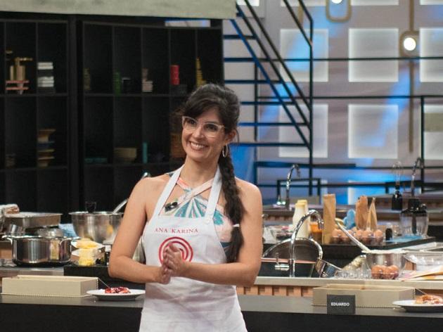 Eliminada do MasterChef, Ana Karina deixa cozinha dançando frevo