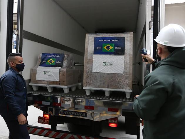 SP entrega mais 800 mil doses de vacinas ao Ministério da Saúde