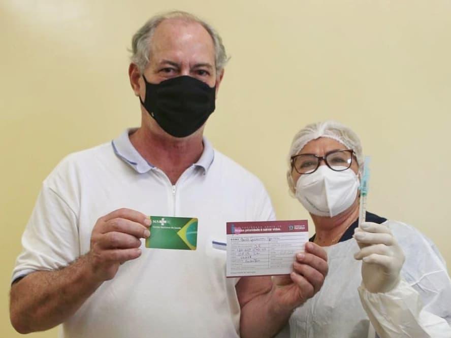 Ciro Gomes recebe a primeira dose de vacina contra a Covid-19