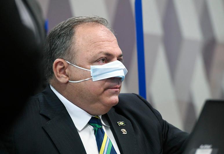 """Pazuello diz que deixou Ministério depois de """"missão cumprida""""; 2.724 pessoas morreram no dia"""