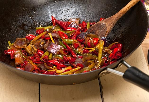 Panela wok: 3 receitas do István Wessel para fazer com o utensílio