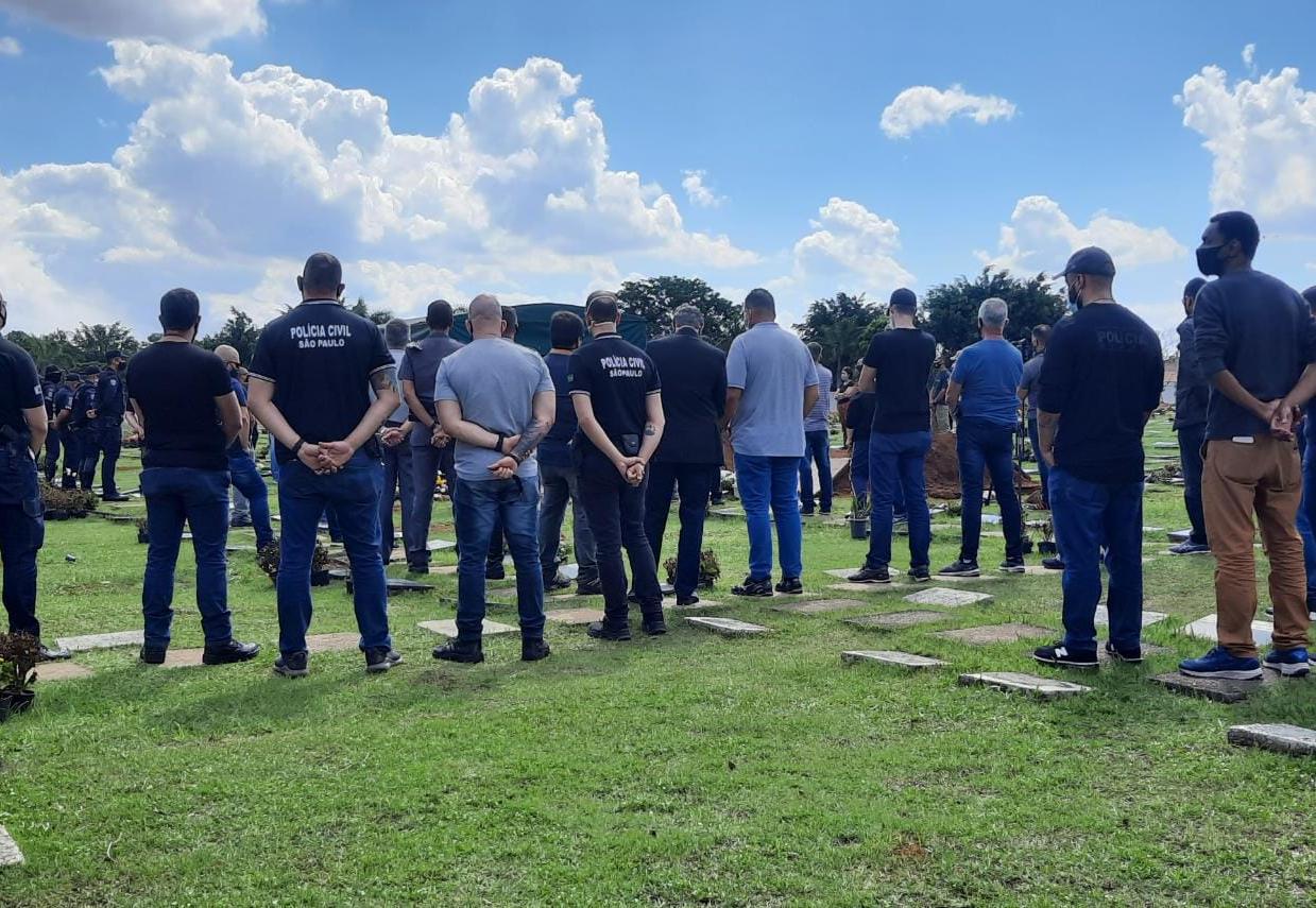 Policial Civil morto em acidente na Carvalho Pinto é enterrado em São José dos Campos