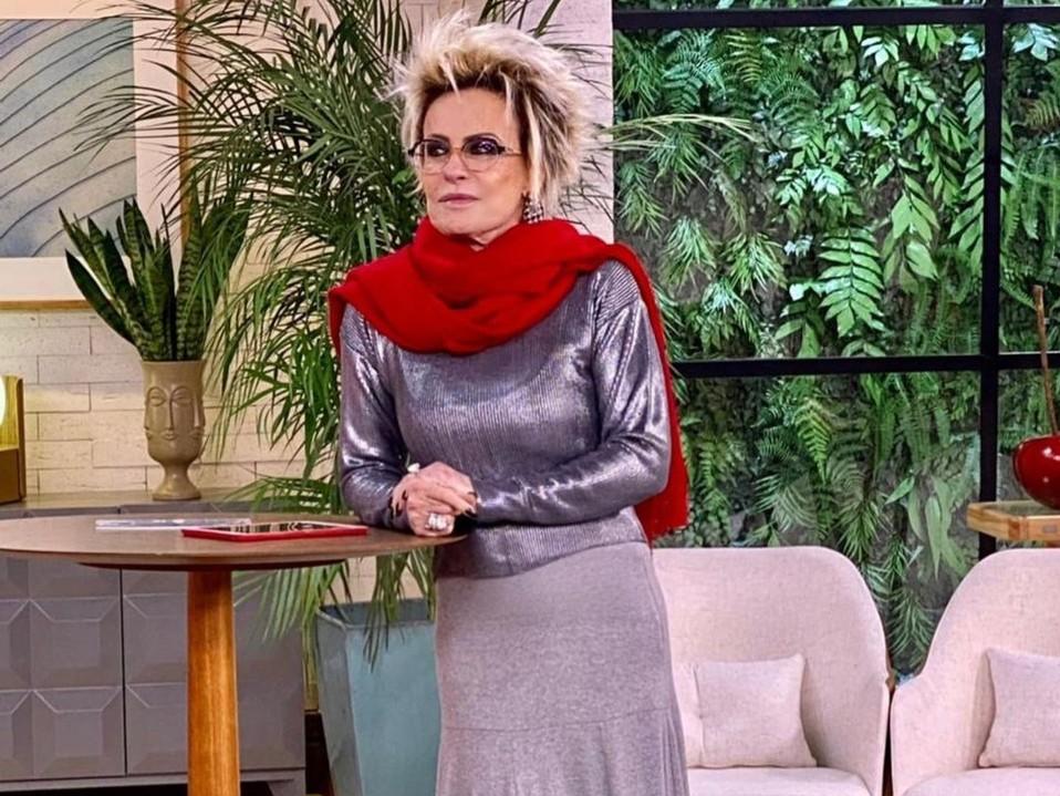 """Diretamente da banheira, Ana Maria Braga manda recado """"afiado"""""""