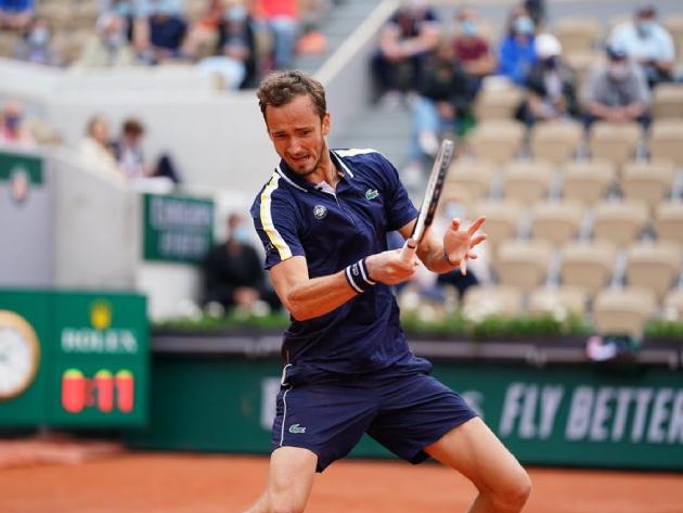 Medvedev celebra boa campanha em Roland Garros e muda de opinião sobre o saibro