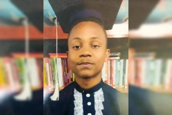 Adolescente vítima de bala perdida dentro de casa é enterrado no Rio