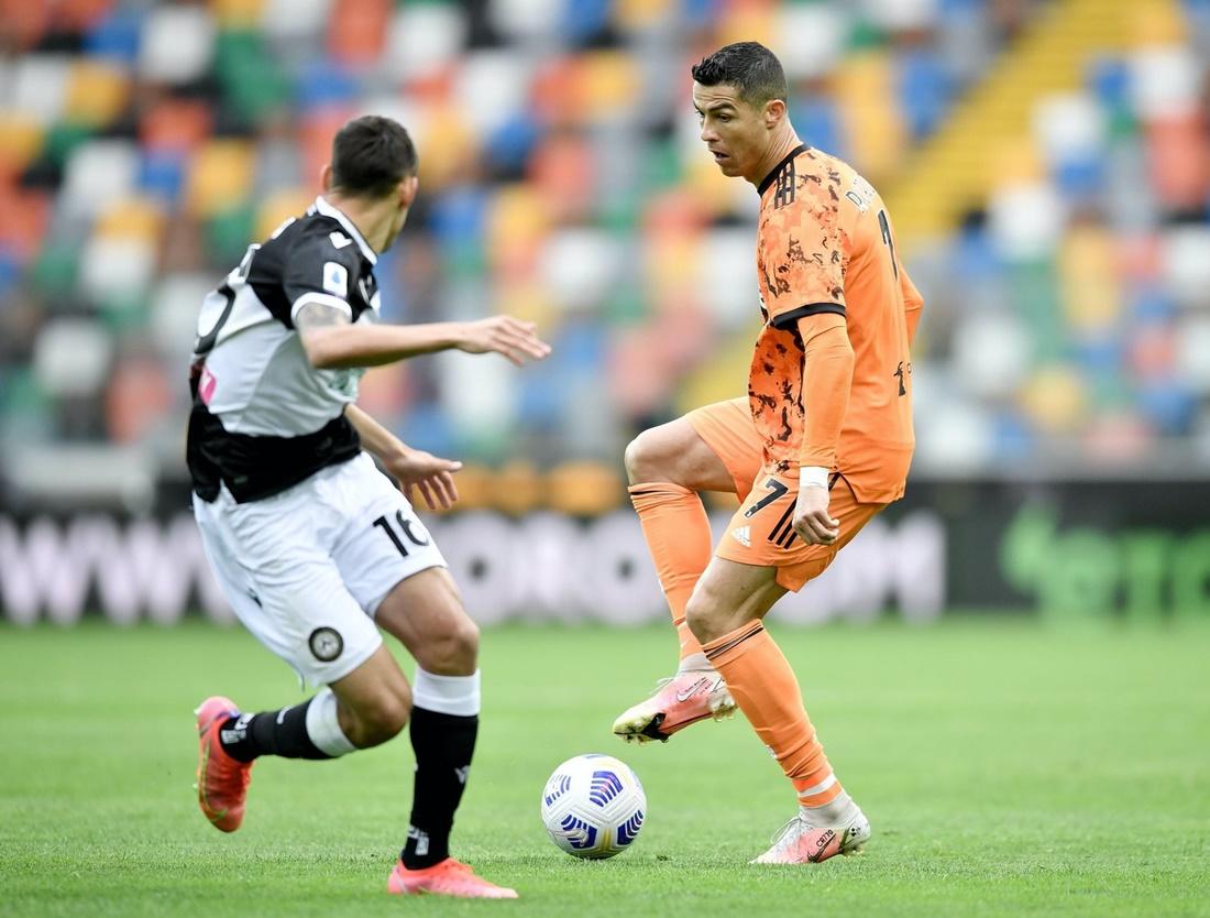 Vídeo: CR7 marca dois no fim e Juventus vence a Udinese de virada